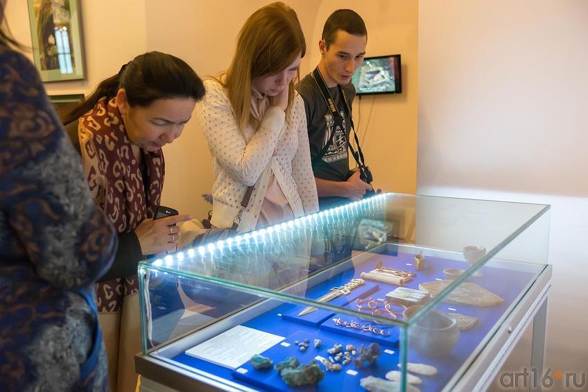 Фото №181933. На выставке «Аркаим — Зазеркалье: XXI век до нашей эры -XXI век нашей эры»