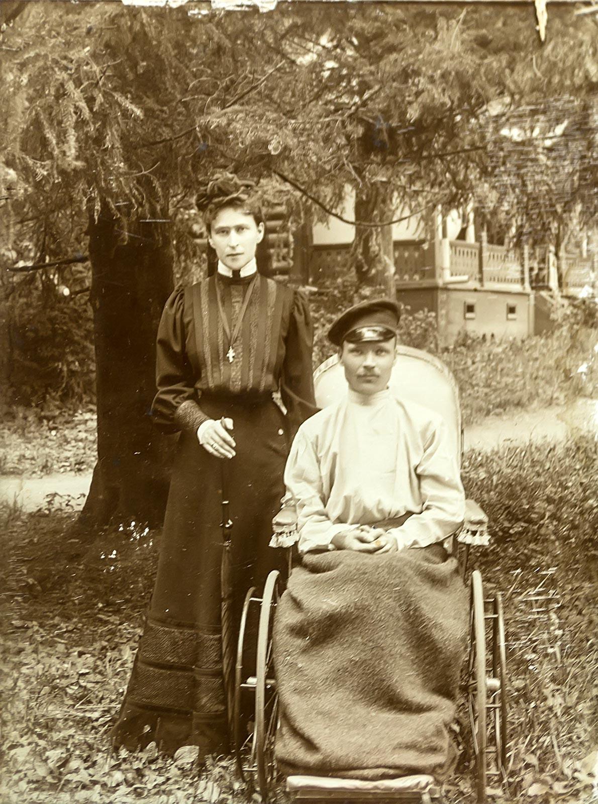 Фото №182769. Княгиня Елисавета Феодоровна с раненым М.М. Волковым