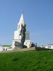Спасская башня и памятник Мусе Джалилю