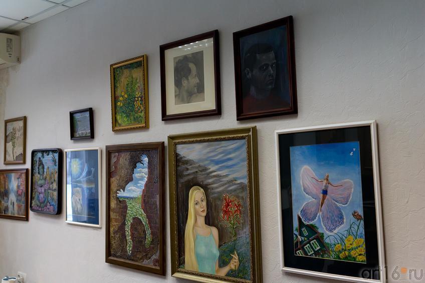 Работы А.Мушинского  на стене в кабинете::Ахат Х. Мушинский