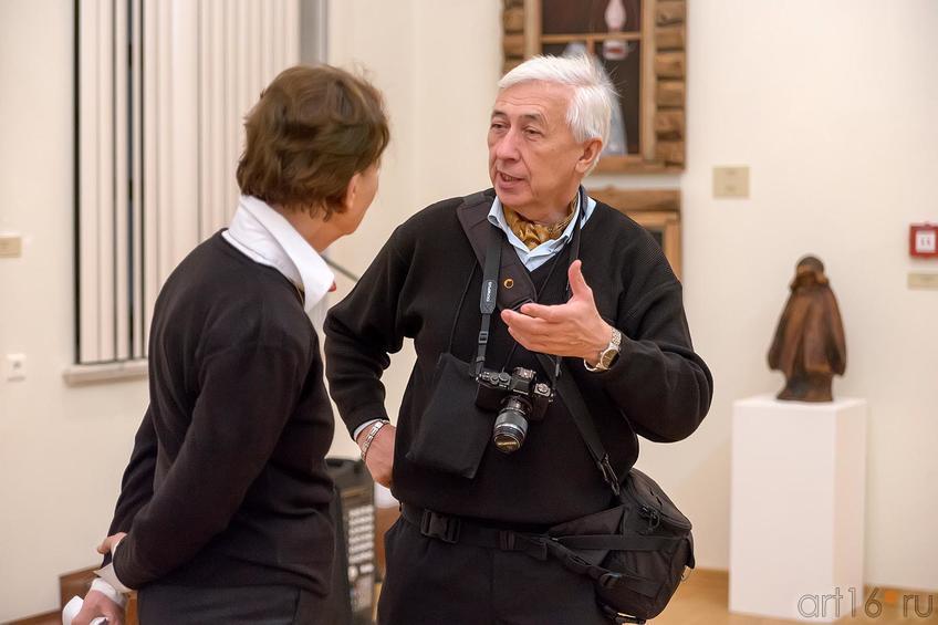 Фото №210661. На выставке ''Реалистическое искусство Татарстана и России''