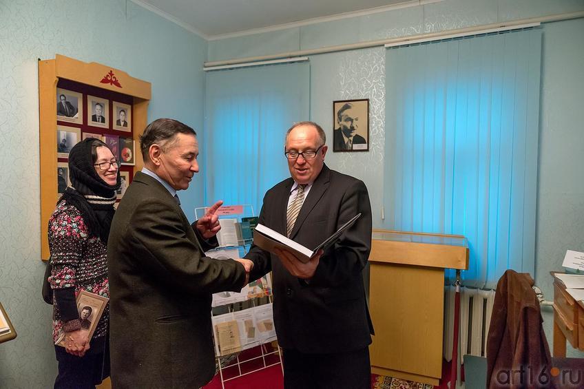 Фото №217047. Р.Тухватуллин, Н.Ахунова, Ш.Гарипов