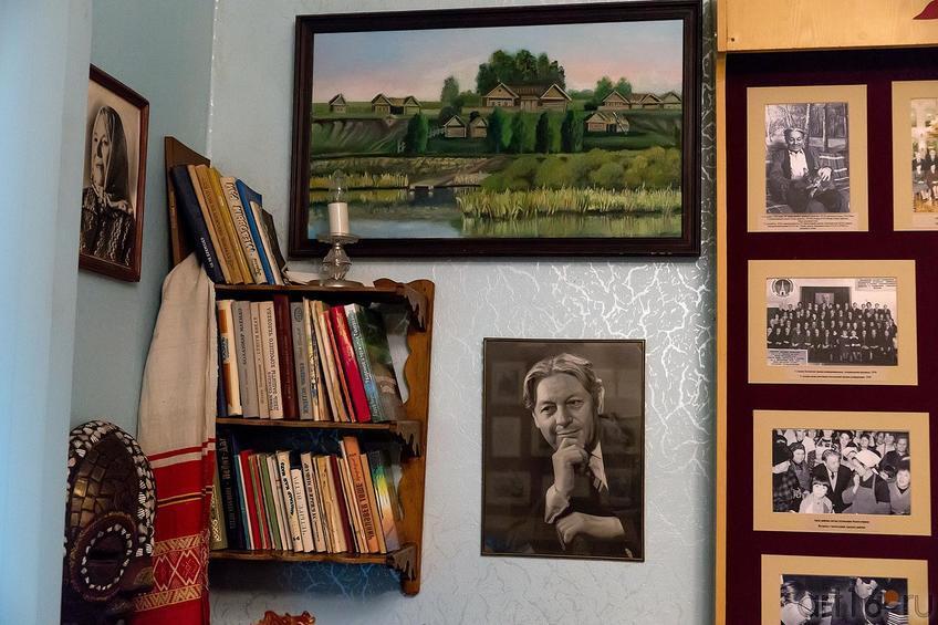 Фото №217089. Фрагмент экспозиции. Гариф Ахунов. Арский музей литературы и  искусства
