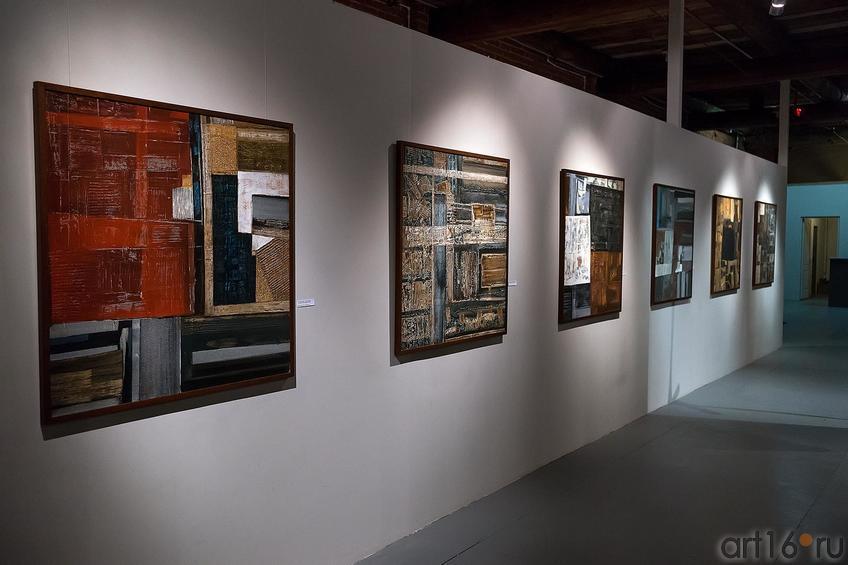 Фрагмент экспозиции. Работы Р.Салихова::Оптические переживания. Выставка абстрактного искусства в ЦСИ «Смена»