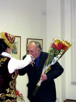 Ф. Суюров поздравляет с открытием выставки Ф. Хасьянову