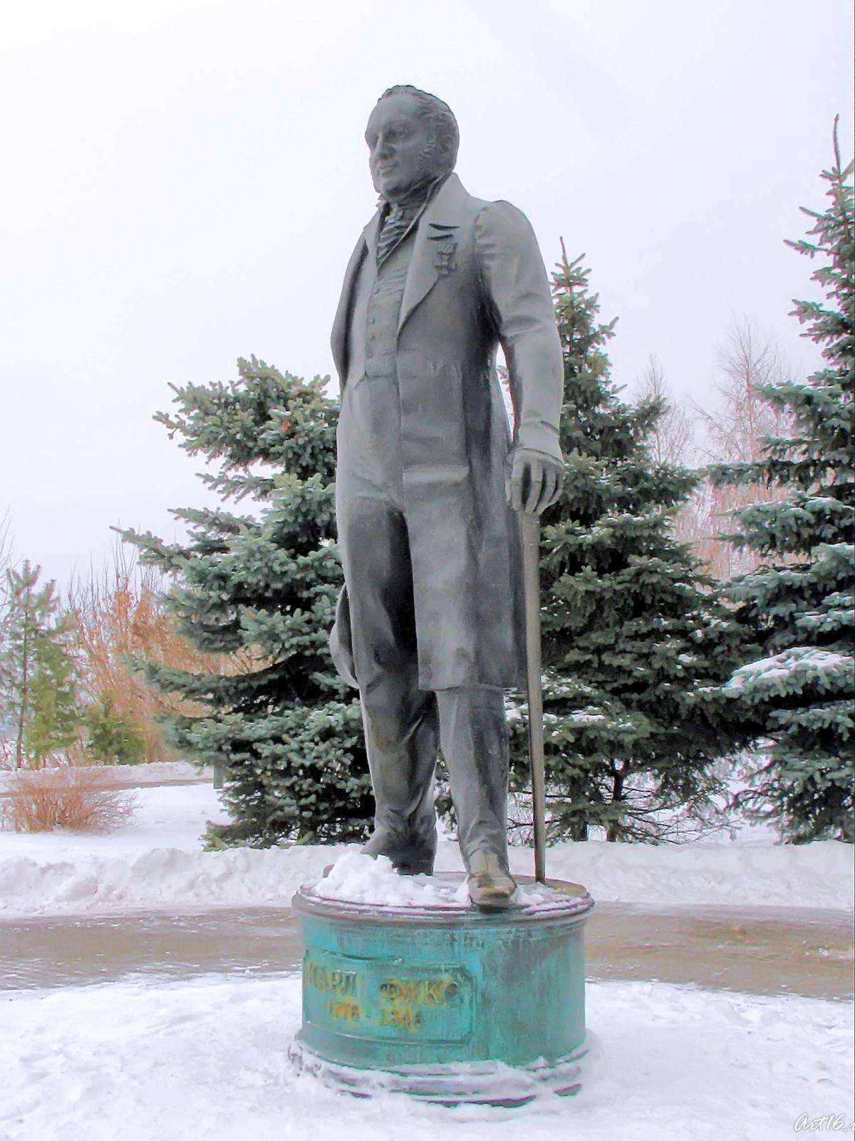 Фото №24853. Памятник К.Фуксу. Казань 2008