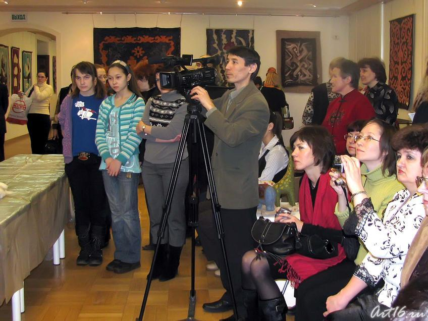 Фото №24882. Преподаватели, студенты, представители СМИ