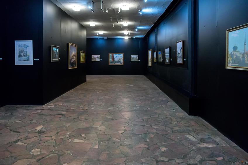 Общий план экспозиции::Выставка-продажа «Искусство Татарстана в олимпийском Сочи»