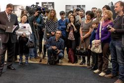 На открытии выставки В.Сычева