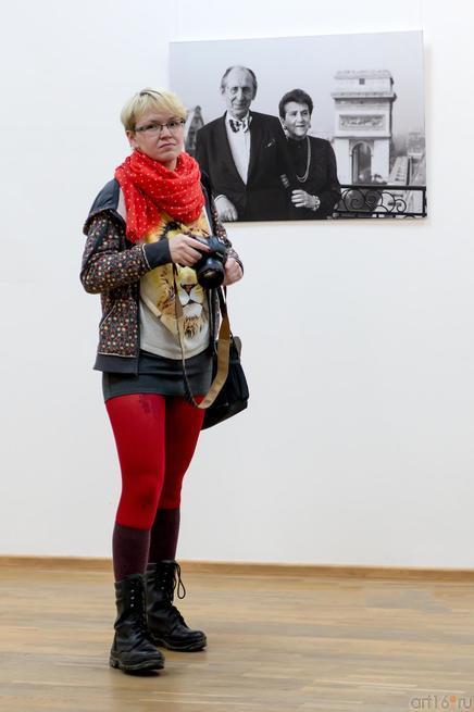 На фоне фотографии В.Сычева «Vladimir Horowitz-009»::«Bonjour, Paris!..» Фотовыставка Владимира Сычева. Парижский период