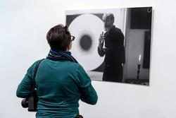 У фотографии В. Сычева «Эрик Булатов (Париж. 2009)»