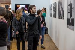 В зале ВЗ «Манеж. Экспозиция выставки В.Сычева «Bonjour, Paris!..»