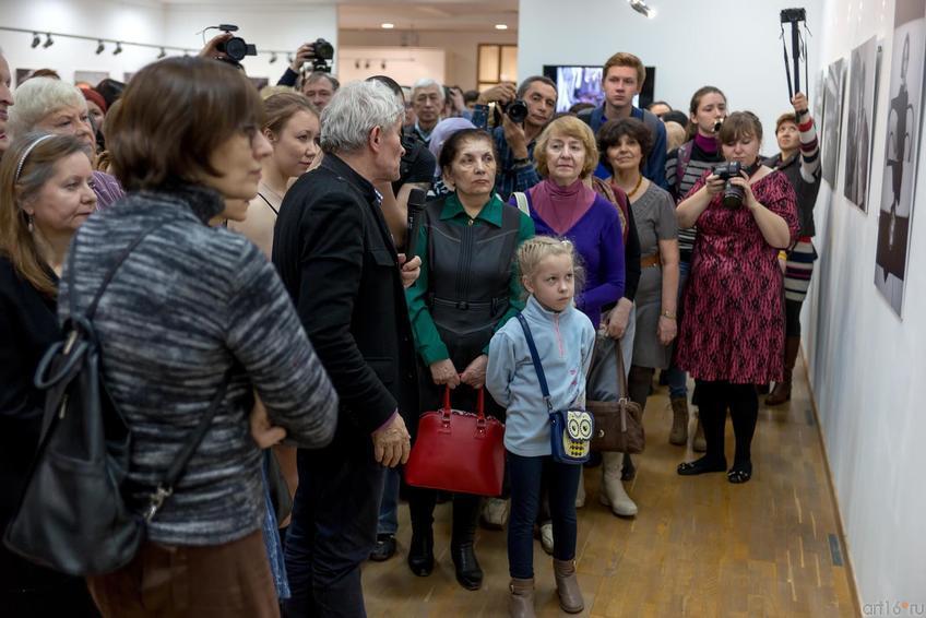 Фото №256148. Экскурсия по выставке с В.Сычевым