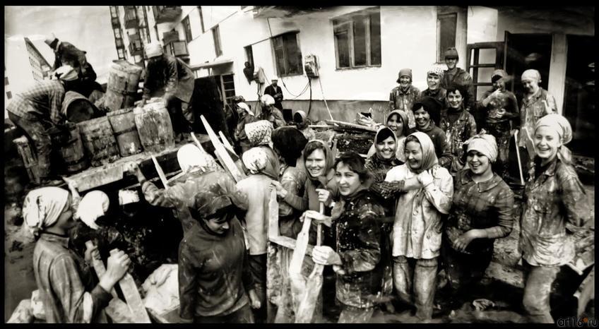 Фото №272431. В.Зотов. КАМАЗОНКИ. Набережные Челны. 1971
