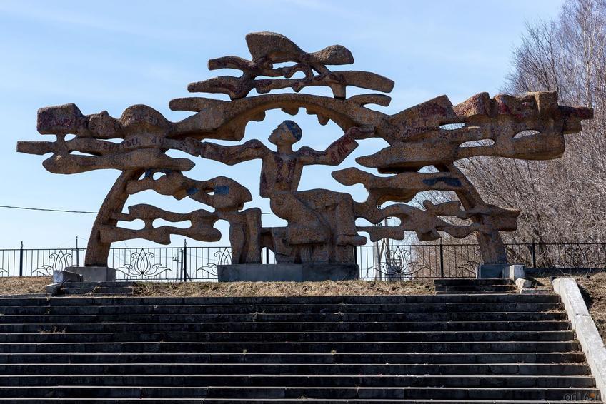 Фото №273358. Скульптура И.Ханова в Новом Кырлае