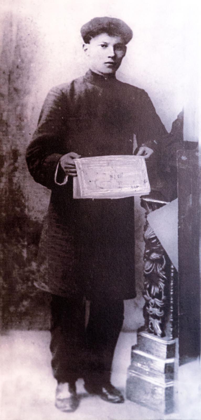 Фото №273661. Г.Тукай наборщик типографии газеты «Уралец» Уральск 1904