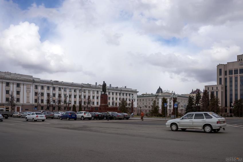 Площадь Свободы, быв. Театральная::24.04.2014 К.Маркса (до пл.Свободы) и окрестности