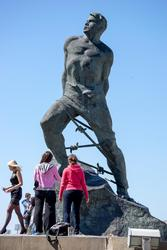 Памятник М.Джалилю на пл. 1 мая в Казани