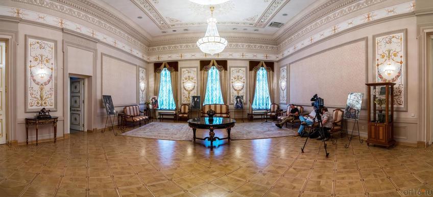 Фото №304345. Выставка Бориса Мессерера в Казанской ратуше