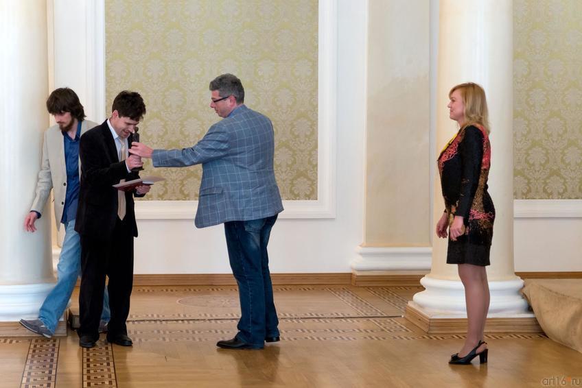 Фото №304552. Награждение лауреата в номинации ''Русское стихотворение''