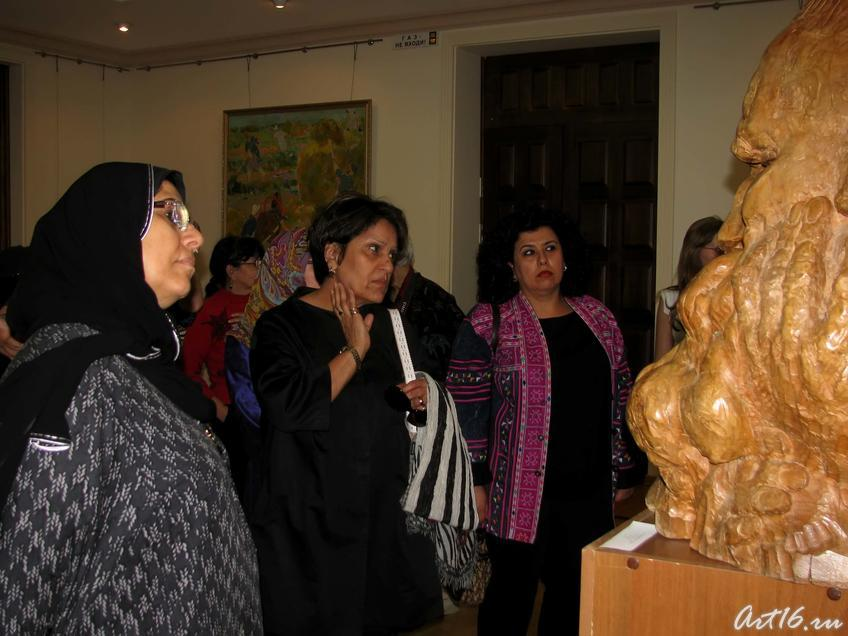 Делегация мусульманок из Кувейта в зале Баки Урманче::Визит в Республику Татарстан мусульманок Государства Кувейт