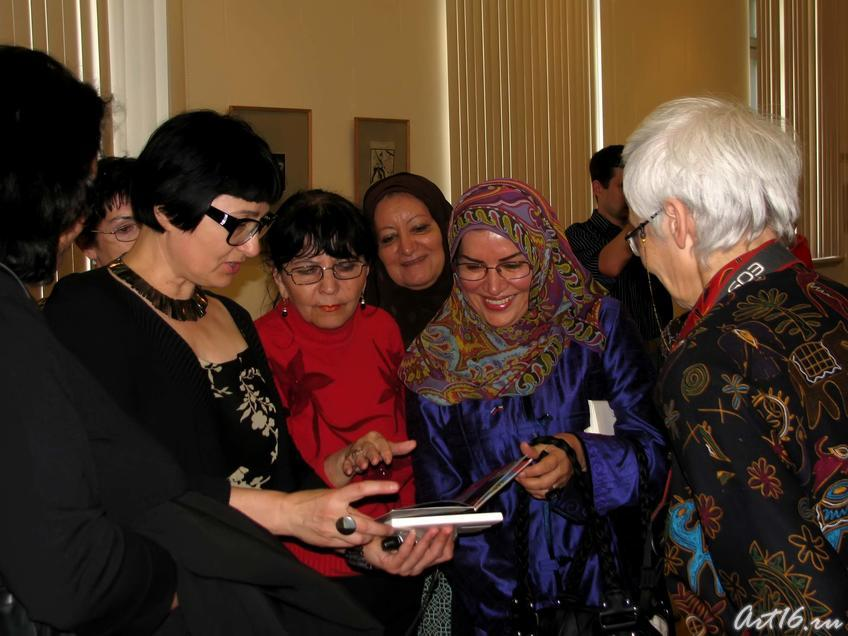 Фото №30697. Розалия Нургалеева, Розалина Шагеева и гостьи