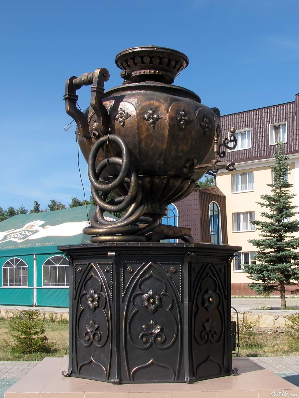 Фото №31133. Памятник Елабужскому купеческому самовару