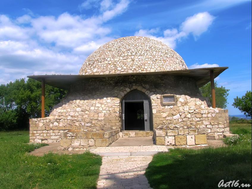 Фото №32416. Северный мавзолей (Монастырский погреб)