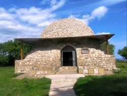 Северный мавзолей (Монастырский погреб)