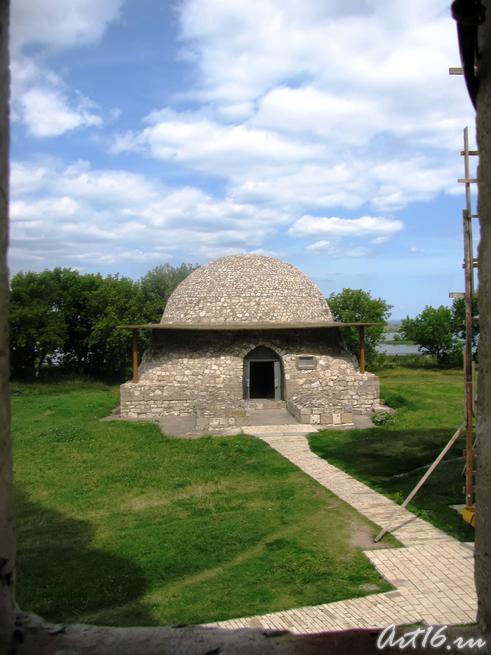 Северный мавзолей. Вид из оконного проёма минарета::Булгары