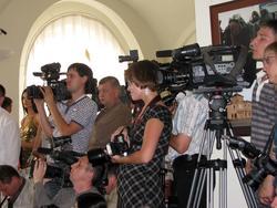 Пресса на открытии выставки Никаса Сафронова