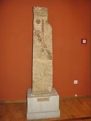 Стела Гераклия из Херсонеса. Надгробие с надписью «Гераклий, сын Тибея »