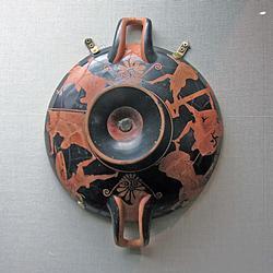 Килик краснофигурный. А, Б: Долон, Одиссей и Диомед. Тондо: Бегущий воин
