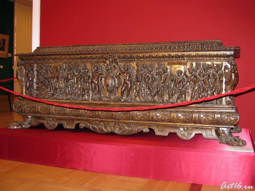 Фото №35624. Сундук-кассоне со сценами из истории Юлия Цезаря
