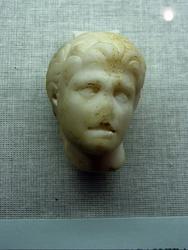 Голова Александра (фрагмент статуэтки)