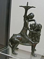 Подсвечник с изображением Самсона, борющегося со львом