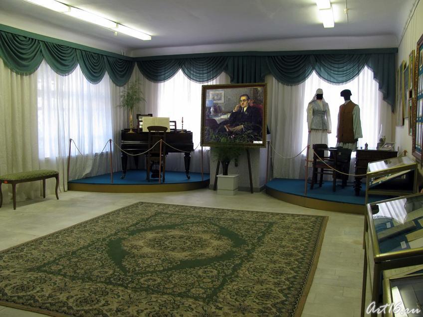 Фото №36100. Экспозиция выставки «В поисках счастья: Шариф Камал и ренессанс татарской литературы»