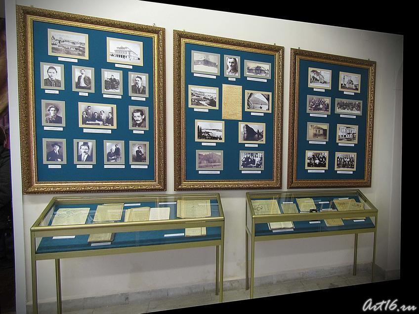 Стенды с фотографиями друзей Шарифа Камала::Шариф Камал и ренессанс татарской литературы