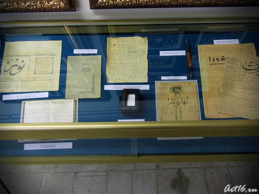 Фото №36130. Газеты, рукописи, публикации, пьесы Ш. Камала, каретные часы