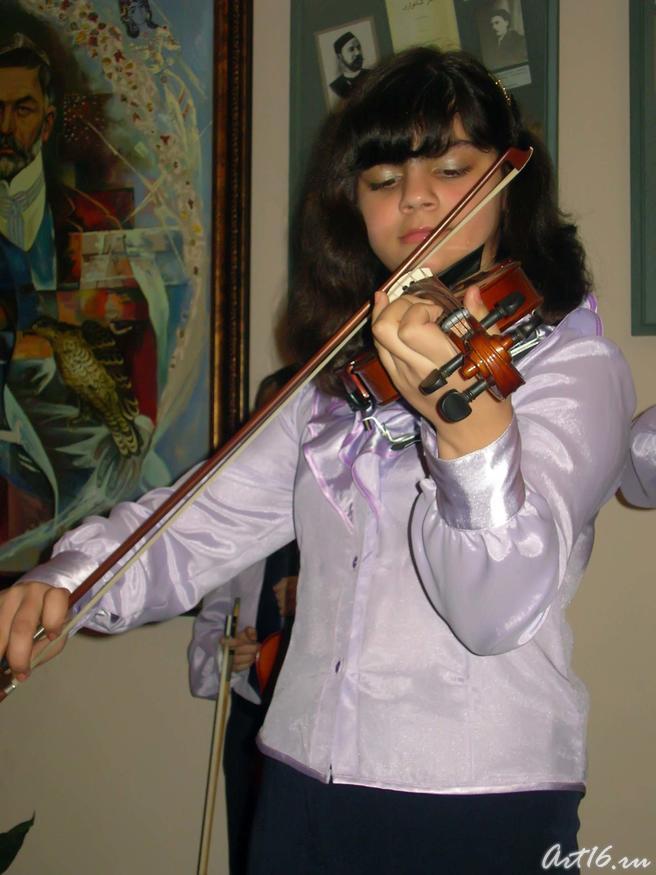 Фото №37410. Исполнительница скрипичного ансамбля «Эврика»