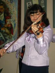 Исполнительница скрипичного ансамбля «Эврика»