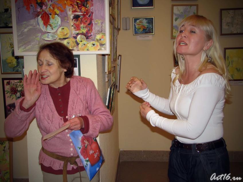 Миля Нуруллина принимает поздравления от учеников::«Художники выходного дня»