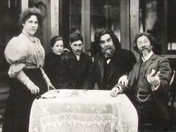 Е.П.Тарханова-Антокольская, И.Р.Тарханов, И.Е. Репин, Ю.И.Репин с женой. 1906