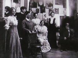 Фотография в мастерской Репина в «Пенатах» с В.Г. Короленко. 1910