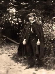 И.Е. Репин в саду. 1911