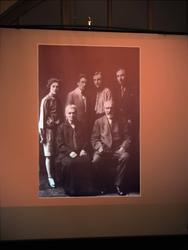 На экране семейное фото Н.И.  Воробьева