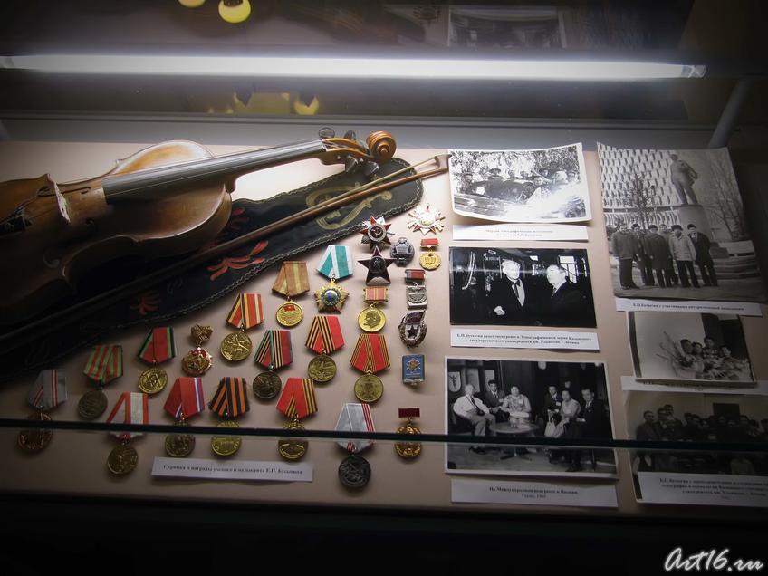 Фото №39839. Скрипка, награды ученого и музыканта Е.П. Бусыгина, архивные фотографии