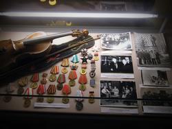 Скрипка, награды ученого и музыканта Е.П. Бусыгина, архивные фотографии