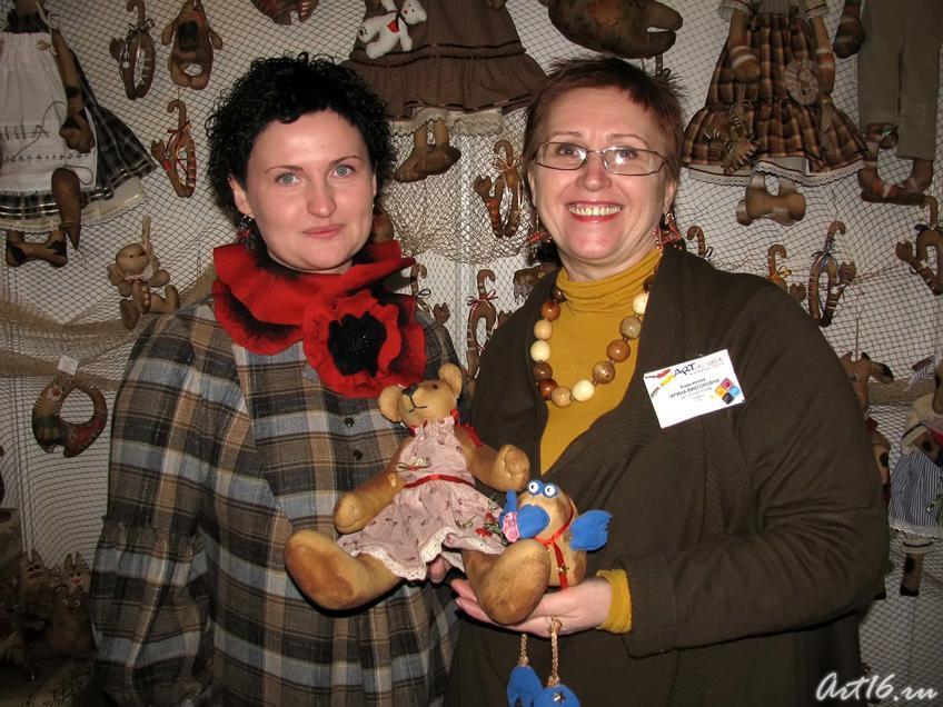 Яна и Алина Бадьяновы, г. Тюмень::Арт-галерея. Казань — 2010