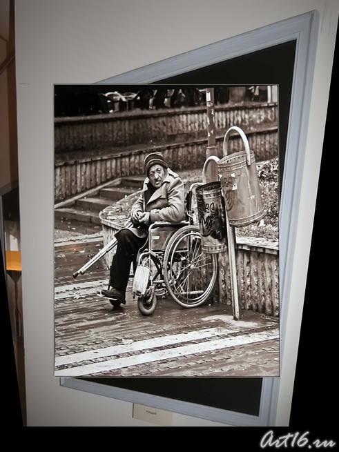Нищий::«Мгновения» — фотовыставка Ильи Славутского